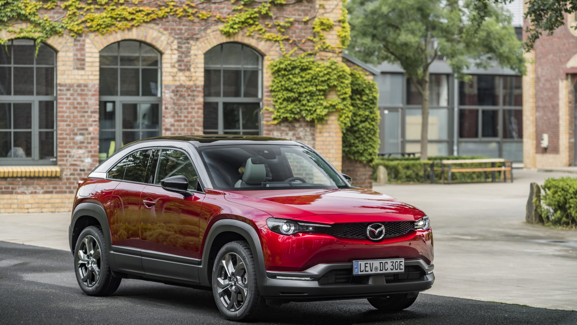 14-Static---Mazda-MX-30,-Soul-Red-Crystal,-Modern-Confidence